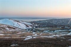 Stadt von der Höhe des Berges Lizenzfreie Stockfotografie