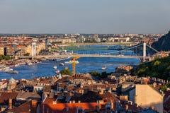Stadt von goldenem Stunden-Stadtbild Budapests lizenzfreie stockfotos