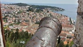 Stadt von Hvar, Kroatien in Richtung zum adriatischen Meer von Spanjola-Festung Stockfotos