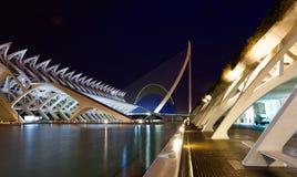 Stadt von Künsten und von Wissenschaften am Abend lizenzfreies stockbild
