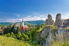 Stadt von Kirche und von Festung Slunj lizenzfreie stockfotografie