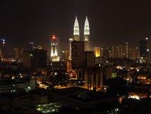 Stadt von Kuala Lumpur nachts lizenzfreie stockfotografie