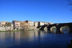 Stadt von Limoux und von Fluss Aude, Frankreich stockfoto