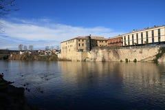 Stadt von Limoux und von Fluss Aude, Frankreich lizenzfreie stockfotos