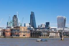 Stadt von London-Ansicht von der Themse, vom Funksprechgerätgebäude und von den modernen Wolkenkratzern London, Großbritannien Lizenzfreie Stockfotos