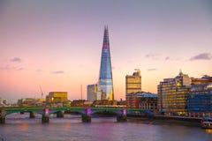 Stadt von London in der Dämmerung, Scherbe, Ansicht von der Themse Stockfoto