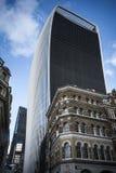 Stadt von London-Gebäuden unter zwei Wolkenkratzern an Fenchurch-Straße stockfotografie