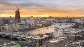Stadt von London, Geschäft und ein Bankkonto haben Bereich Londons Panorama am Sonnensatz Stockbilder