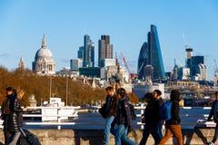 Stadt von London gesehen von Waterloo-Brücke lizenzfreie stockbilder