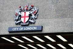 Stadt von London-Kamm über Straßentunnel Lizenzfreies Stockfoto