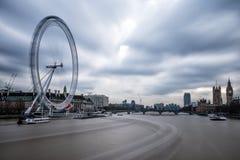 Stadt von London mit London-Auge lizenzfreies stockfoto