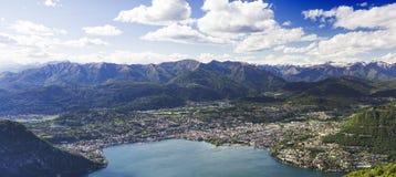 Stadt von Lugano, Ansicht aus Italien lizenzfreie stockbilder