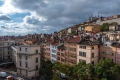 Stadt von Lyon unter drastischer Wolken-Bildung Stockfoto