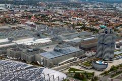 Stadt von München mit BMW-Hauptsitzen und -fabrik Stockbild