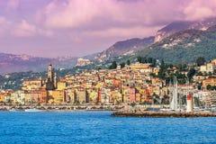 Stadt von Menton auf französischem Riviera Lizenzfreie Stockbilder