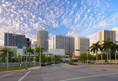 Stadt von Miami Florida, buntes Sonnenuntergangpanorama stockfoto