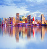 Stadt von Miami Florida, Nachtskyline stockfoto