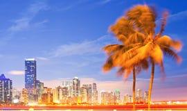 Stadt von Miami Florida, Nachtskyline stockfotos