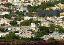 Stadt von Monterrey, an der Unterseite eines Berges lizenzfreies stockbild
