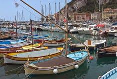 Stadt von Nizza - bunte Boote Lizenzfreies Stockbild