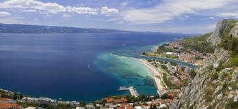 Stadt von Omis Kroatien lizenzfreie stockfotos