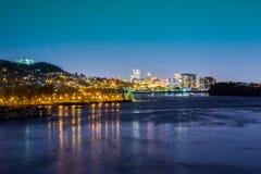 Stadt von Portland bei Night– vom Süden, gestaltet mit Willamette-Fluss Lizenzfreies Stockbild
