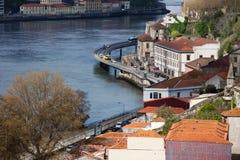 Stadt von Porto entlang Duero-Fluss Lizenzfreies Stockbild