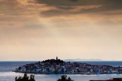 Stadt von Primosten, Kroatien Lizenzfreie Stockfotografie