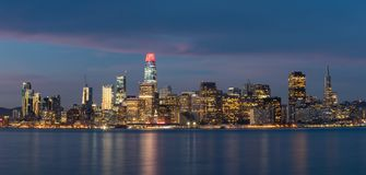 Stadt von San Francisco Just Before Sunrise stockbild