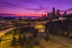 Stadt von Seattle an der Dämmerung Stockfotografie