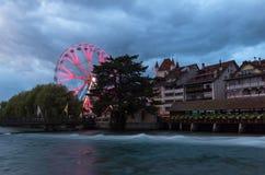 Stadt von Thun Bigwheel, Holzbrücke Lizenzfreie Stockfotos