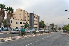 Stadt von Tiberias-Leben auf den Straßen: Leute, Autos auf der Straße Lizenzfreie Stockbilder