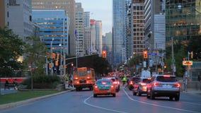 Stadt von Toronto an der Dämmerung stock video