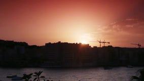 Stadt von Valletta bei Sonnenuntergang stock video