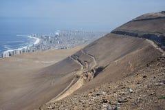 Stadt von Weg Iquique und Alto Hospicios Nördlich von Chile stockbild