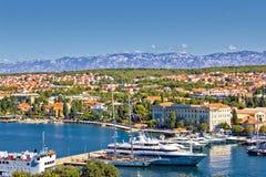 Stadt von Zadar-Hafen und von Velebit-Berg Lizenzfreie Stockfotos