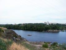 Stadt von Zaporozhye Khortytsya-Insel auf dem Dnipro-Fluss Süd-Ukraine Stockbild