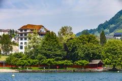 Stadt Weggis auf Lucerne See Lizenzfreie Stockbilder