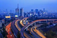 Stadt wenn blaue Stunden Lizenzfreie Stockbilder