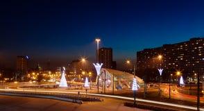 Stadt-Zentrum bis zum Nacht Stockfotos