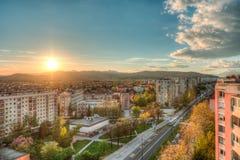 Stadtansicht mit einem Sonnenuntergang Stockbilder