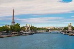 Stadtansicht Paris einschließlich Fluss Wadenetz und Eiffelturm lizenzfreie stockfotografie