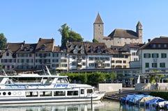 Stadtansicht Rapperswil mit Jachthafen und altem Schloss Lizenzfreie Stockfotos