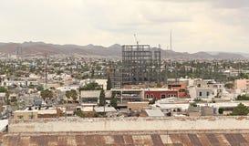 Stadtansicht und -bau in den Chihuahua Mexiko Lizenzfreies Stockbild