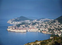 Stadtansicht und -küste Dubrovniks alte in Kroatien Stockbilder
