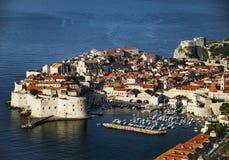 Stadtansicht und -küste Dubrovniks alte in Kroatien Stockfotos