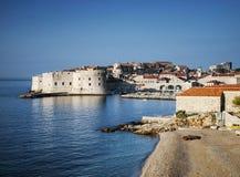 Stadtansicht und -küste Dubrovniks alte in Kroatien Lizenzfreie Stockbilder