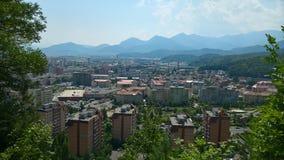 Stadtansicht vom Hügel lizenzfreie stockfotografie