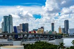 Stadtansicht vom Kreuzfahrtboot stockfotos