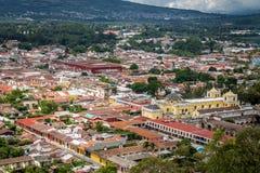 Stadtansicht von Antigua Guatemala von Cerro de La Cruz Lizenzfreie Stockfotos